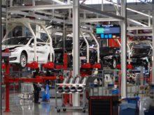 Továrna auta