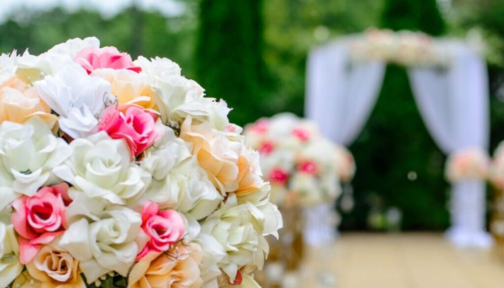 selective focus photography white and pink isle flower arrangement