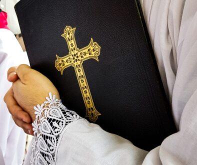 kněz bible