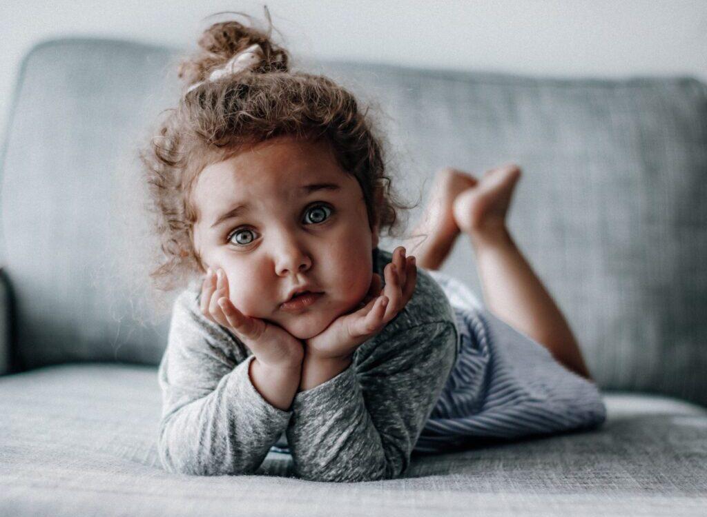 holčička